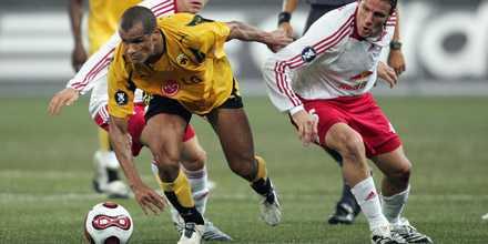 Rivaldo lämnar Grekland och AEK för ett förmodat väldigt välbetalt kontrakt i uzbekiska Bunjodkor.