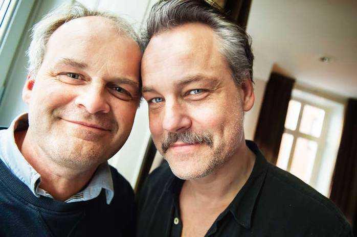 Johan Rheborg och Henrik Schyffert auktionerade ut en privat standup-show.