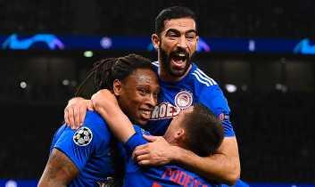 Ruben Semedo jublar tillsammans med sina lagkamrater i Olympiakos efter ett mål mot Tottenham