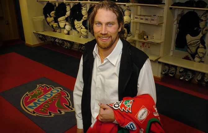 TILLBAKA I MODO Lock out i NHL betydde att  Foppa  vände hem till Övik igen. Ett par dagar innan elitseriestarten gjorde han klart med ett ettårskontrakt med moderklubben.