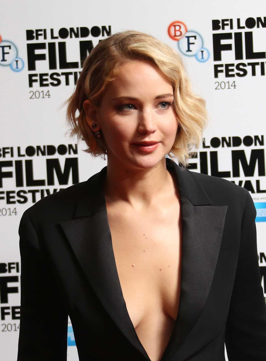 """Nominerad till bästa kvinnliga huvudroll: Jennifer Lawrence, """"Joy"""": – Jag beundrade hur osjälvisk Joy är. Hon la alla sina aspirationer och skicklighet åt sidan för att hjälpa dem hon älskar. Och jag gillade hennes tyglade kraft som jag kände när jag träffade henne. Den inspirerade mig mycket."""