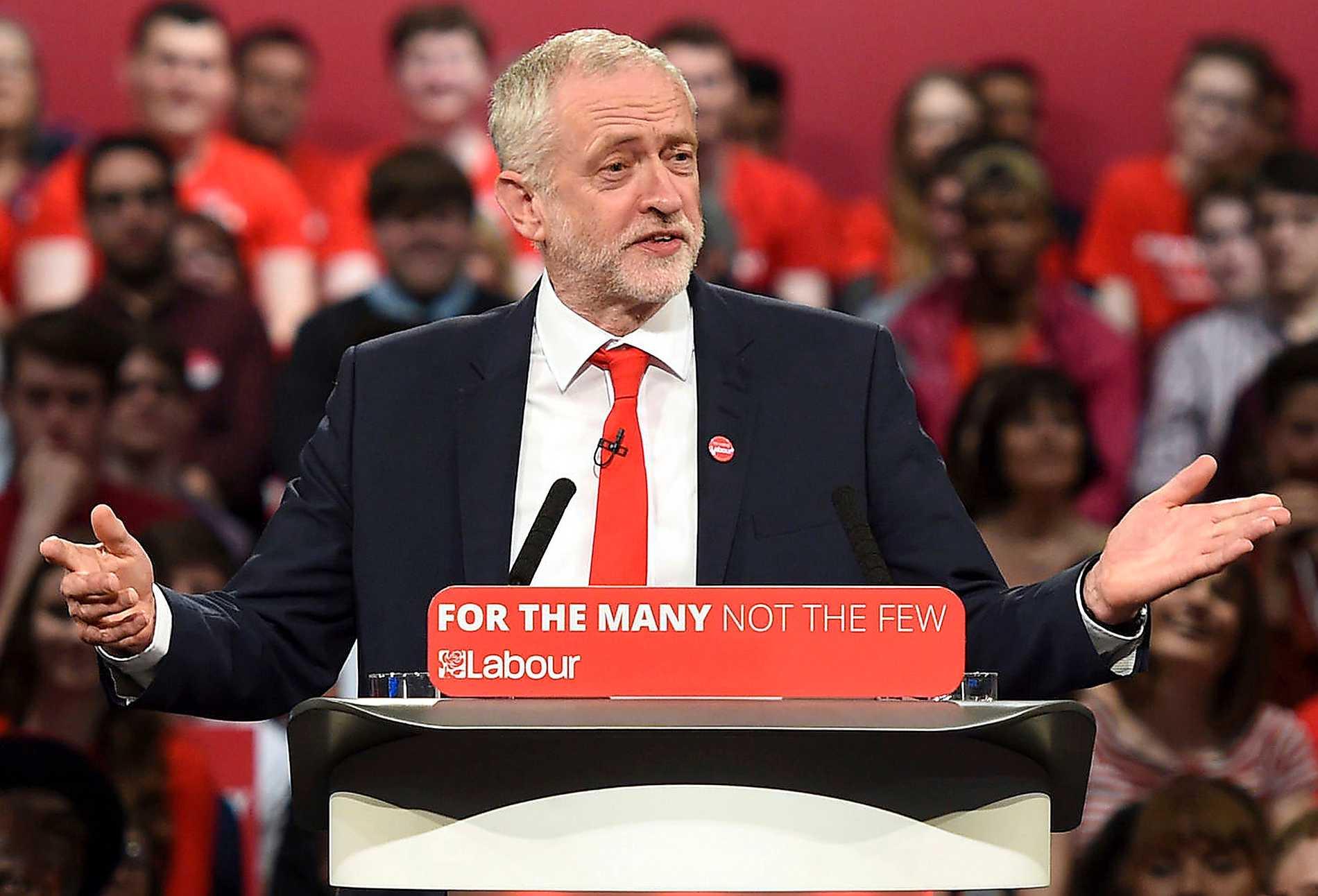 PROMENADSEGER Jeremy Corbyn gav Labour ett historiskt lyft i valet.