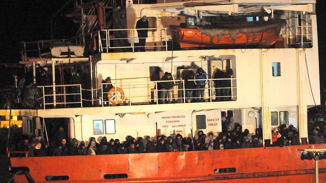 Blue SKy M anländer till hamn i Italien.