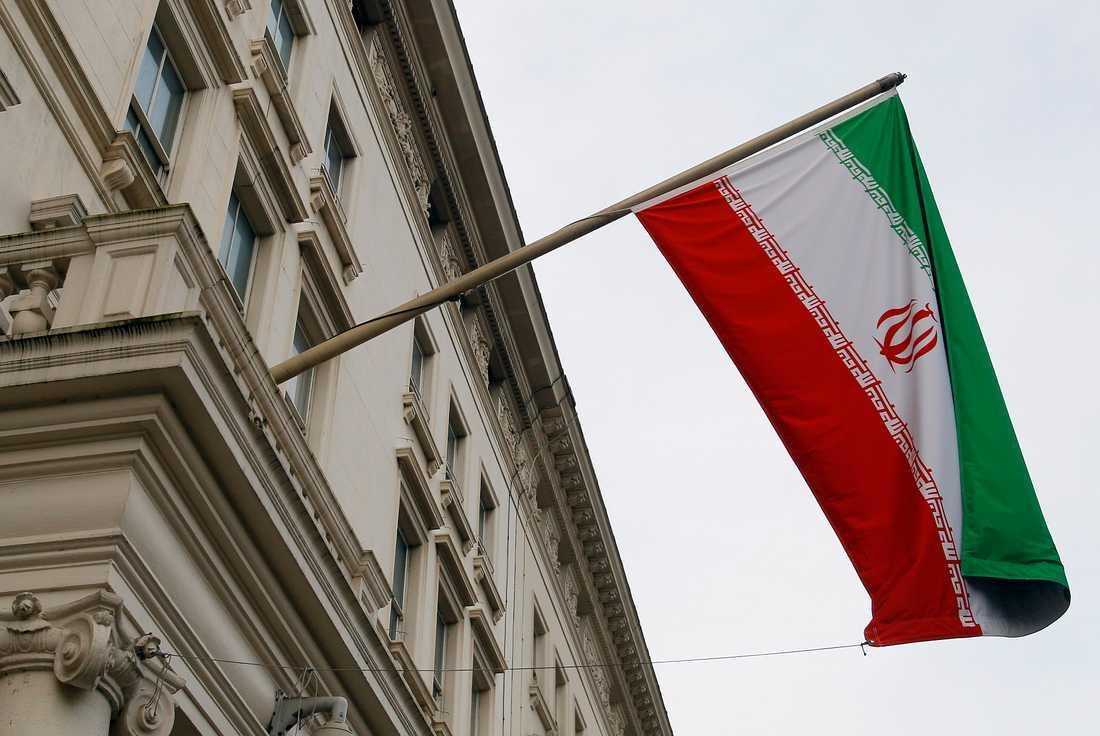 Irans flagga utanför en av landets ambassader. På torsdagen kom domen i belgiska Antwerpen mot en iransk diplomat, anklagad för att ha planerat ett terrordåd i Paris. Arkivbild.