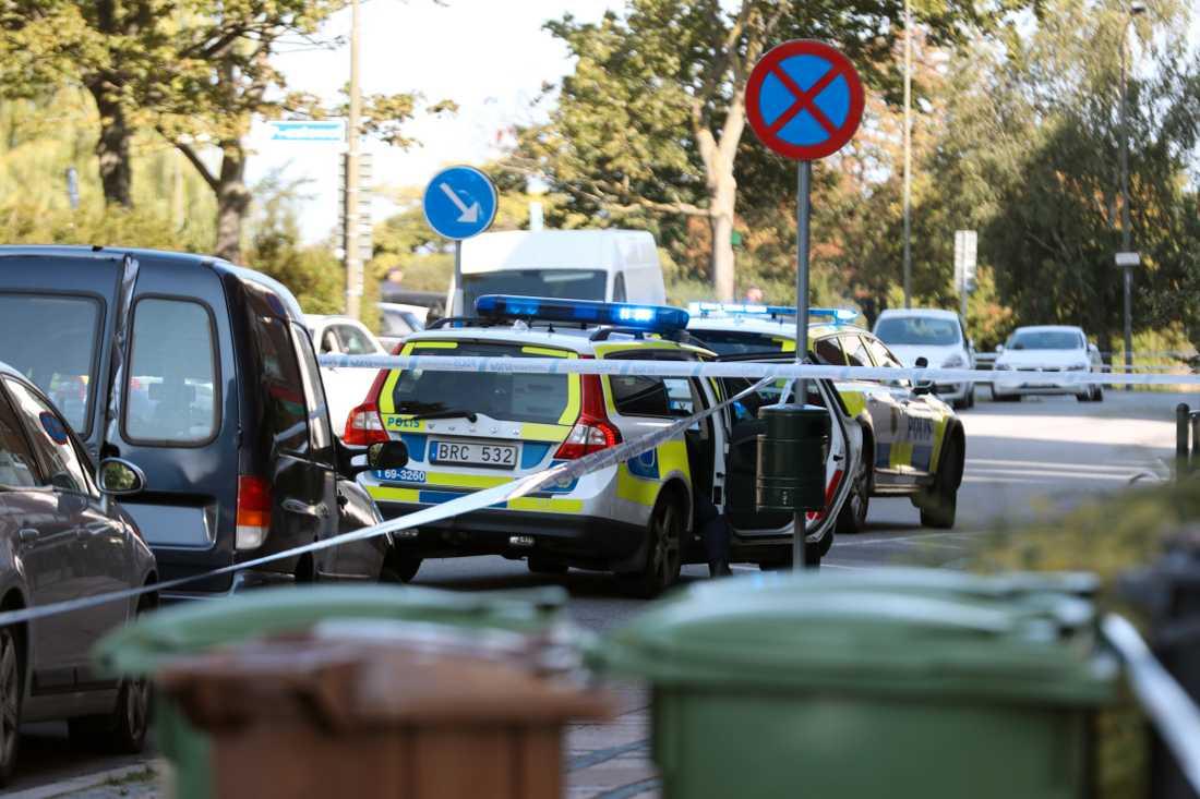 En person är allvarligt skadad efter en skjutning vid Ribersborg i Malmö. Enligt uppgifter till Aftonbladet är den skadade en kvinna i 30-årsåldern.
