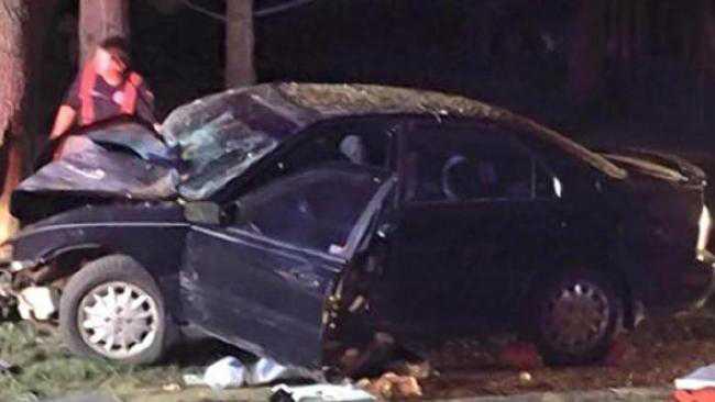 En amerikansk bilförare var inblandad i en svår bilkrasch medan han spelade Pokémon Go, men överlevde.