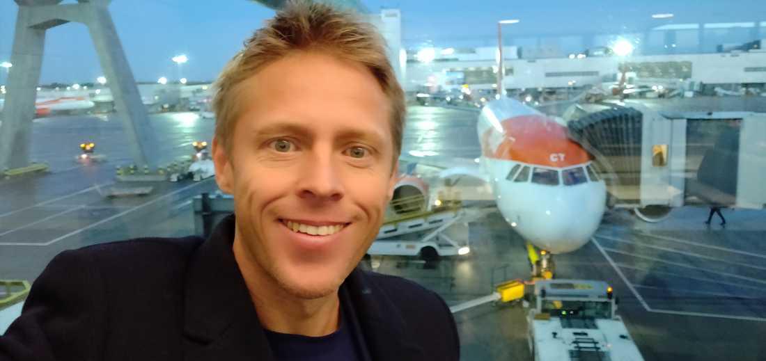 Gunnar, här på väg att gå ombord planet till Tallinn – sista stoppet innan världsrekordet.