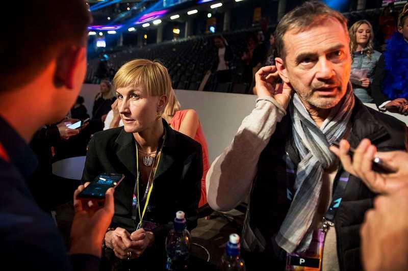 """Christel Tholse Willers, chef för Melodifestivalen, och Christer Björkman, exekutiv producent, säger att appkaoset inte har påverkat resultatet. """"Vi tog bort möjligheten att hjärtrösta och tittarna hade god tid på sig att använda de andra alternativen, vilket vi är glada för i det här fallet att vi hade"""", säger Tholse Willers. Nu utreder SVT:s experter om det var en attack under sändningen."""