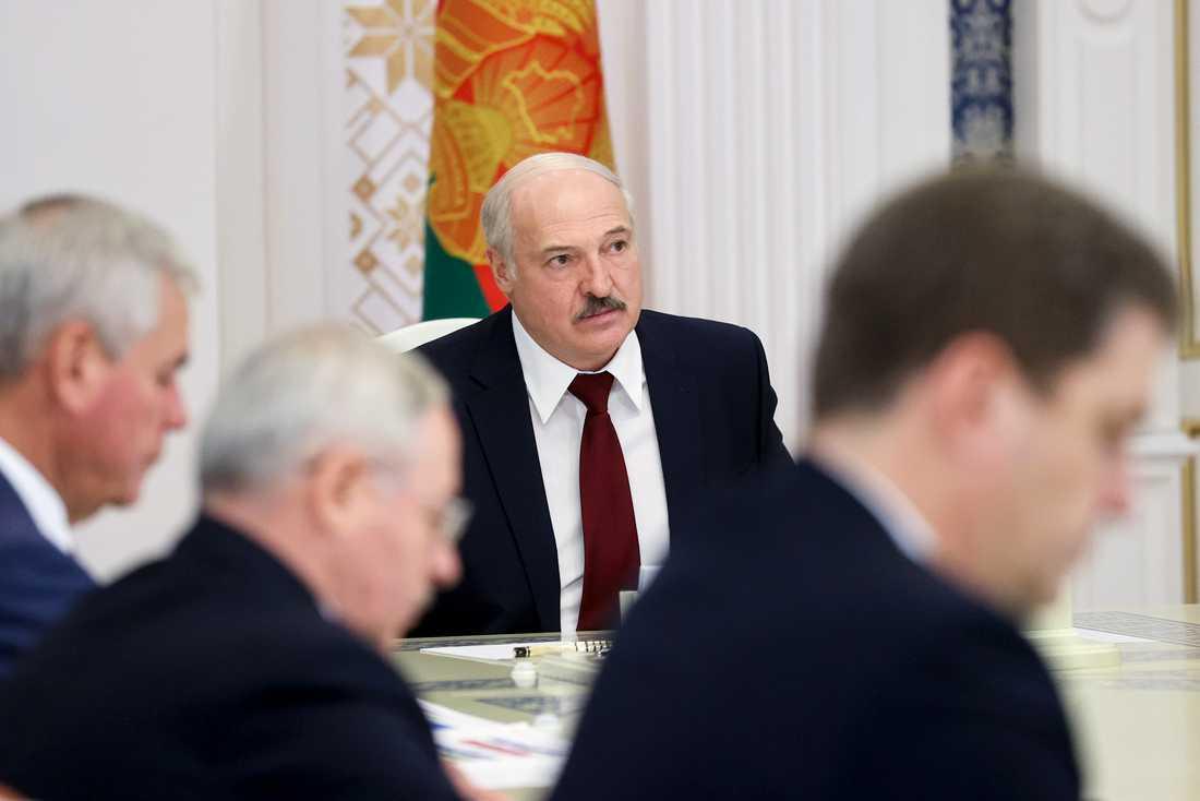 Belarus president Aleksandr Lukasjenko under ett möte i huvudstaden Minsk i tisdags.