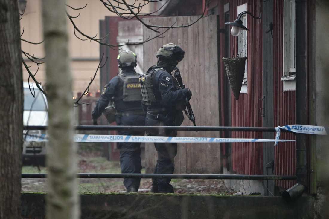 Polisen gjorde på eftermiddagen ett tillslag på en gård utanör Hässleholm.