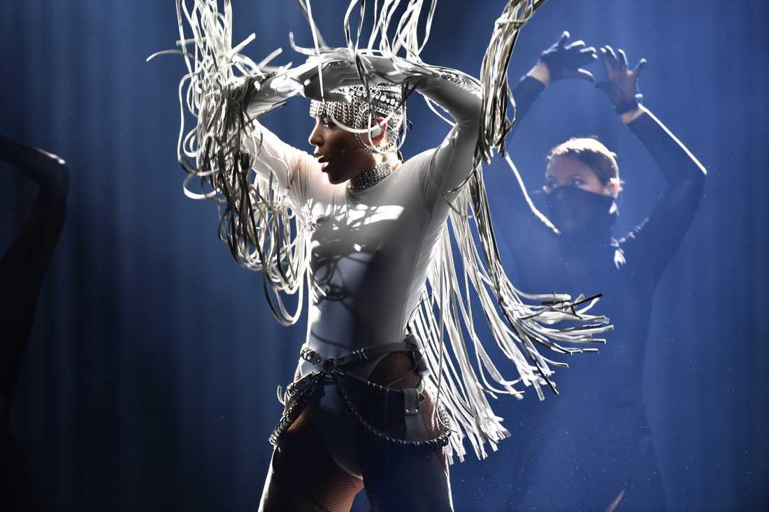 Loreen var en av många tidigare Melodifestival- och Eurovisionvinnare som uppträdde under kvällen i Eskilstuna, som del av Melodifestivalens Hall of Fame-firande.