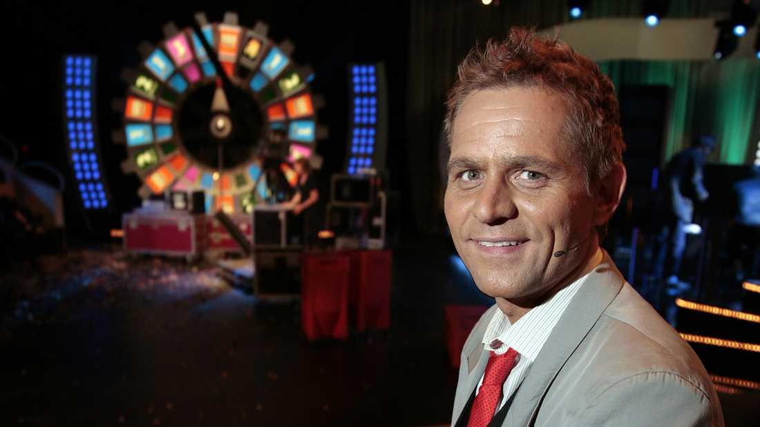 Rickard Olsson som programledare i Bingolotto 2008.
