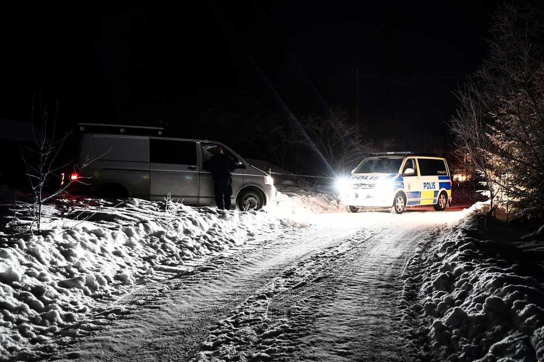 Under onsdagskvällen spärrade polisen av platsen för att göra en teknisk undersökning.