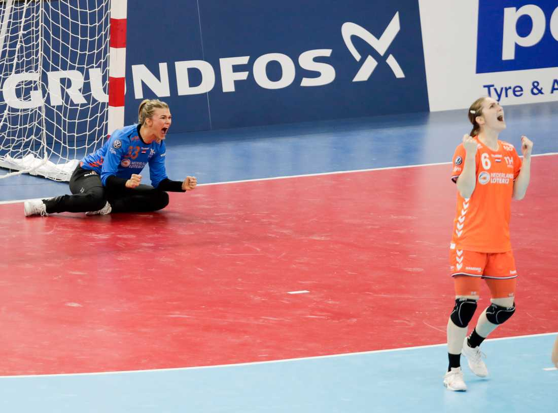 Nederländerna, med bland andra målvakten Tess Wester (vänster), är världsmästare i handboll.