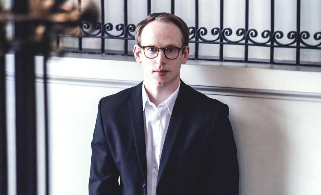 Joel Annmo är 2019 års Birgit Nilsson-stipendiat. Han Han tar emot sitt pris på 100000 kronor, vid en stipendiekonsert på Malmö Opera lördag 18 maj