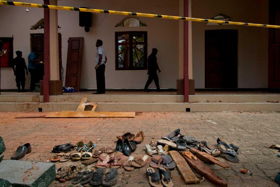 Skor och personliga tillhörigheter till offren har samlats ihop i närheten av St Sebastian Church.