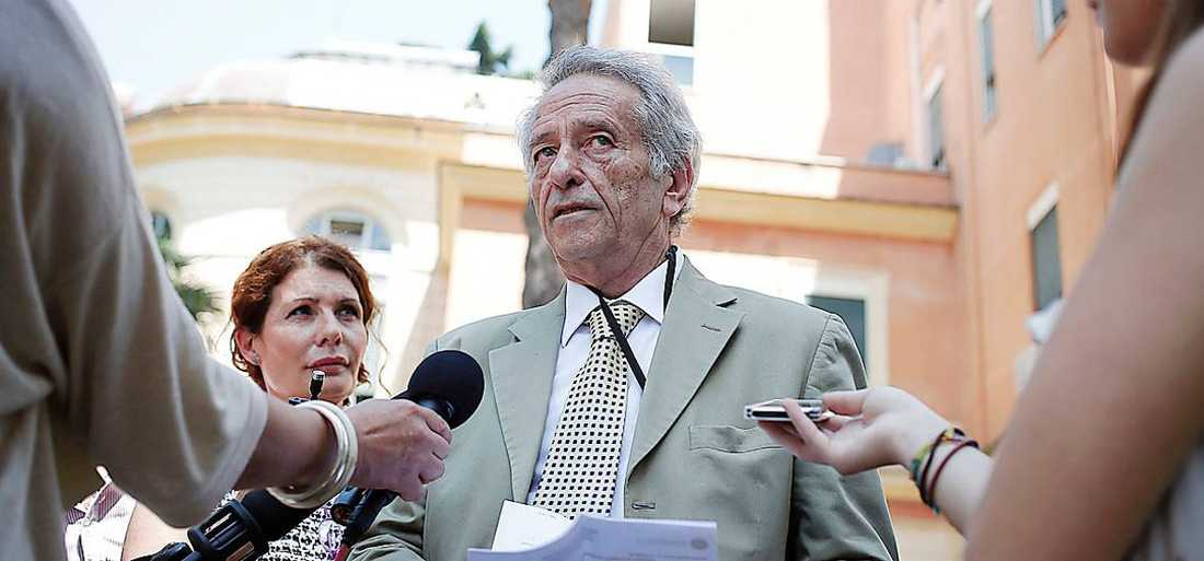 Akutchefen Claudio Modini höll presskonferens om dödsfallet.