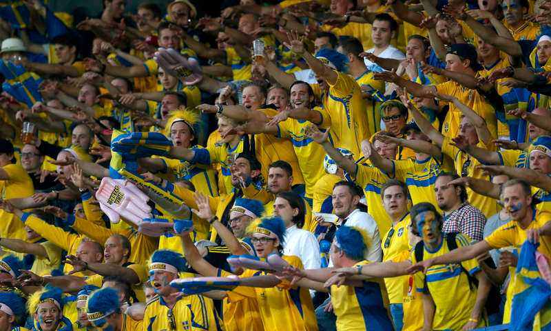 Fansen tackade de svenska hjältarna efteråt.