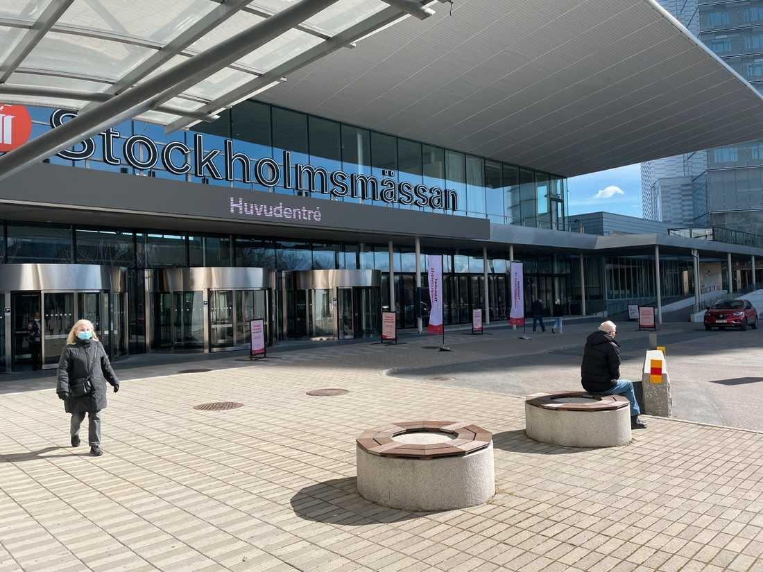 Ödsligt utanför vaccineringen på Stockholmsmässan på lördag förmiddag.