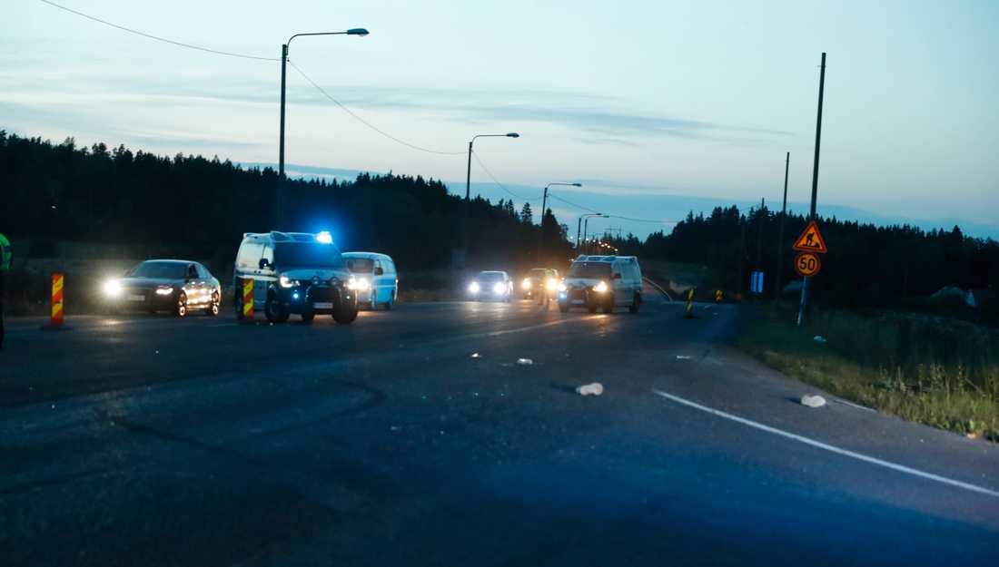 Poliserna som sköts i Borgå natten till söndag fördes till sjukhus i Helsingfors men de ska inte vara livshotande skadade.