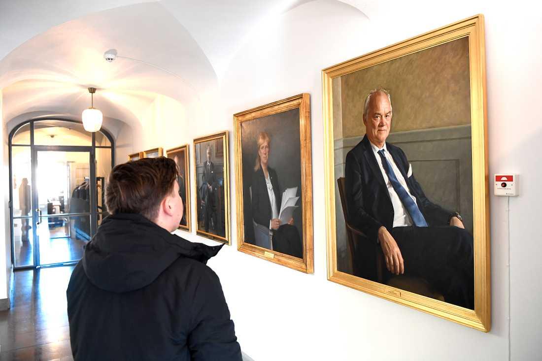 Stefan Lindskog är den senaste HD-ordföranden som gått i pension och för det porträttet landade slutnotan för skattebetalarna på 225 000 kronor.