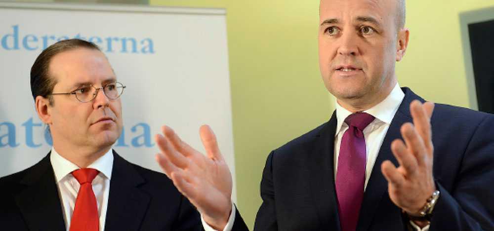 KAPPVÄNDARE Anders Borg försvarade förslaget med sänkt studiebidrag. Sedan gick Fredrik Reinfeldt ut och meddelade att de ändrat sig.