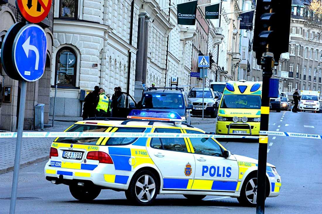 Mängder av poliser och ambulanser ryckte ut.