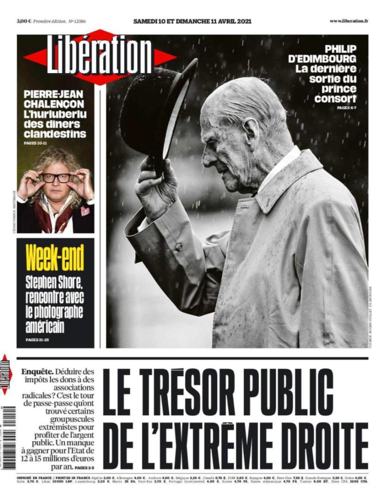 """Även utomlands får nyheten om prinsens död plats på förstasidorna. Här i franska Libération: """"Philip av Edinburgh, hans sista sorti""""."""
