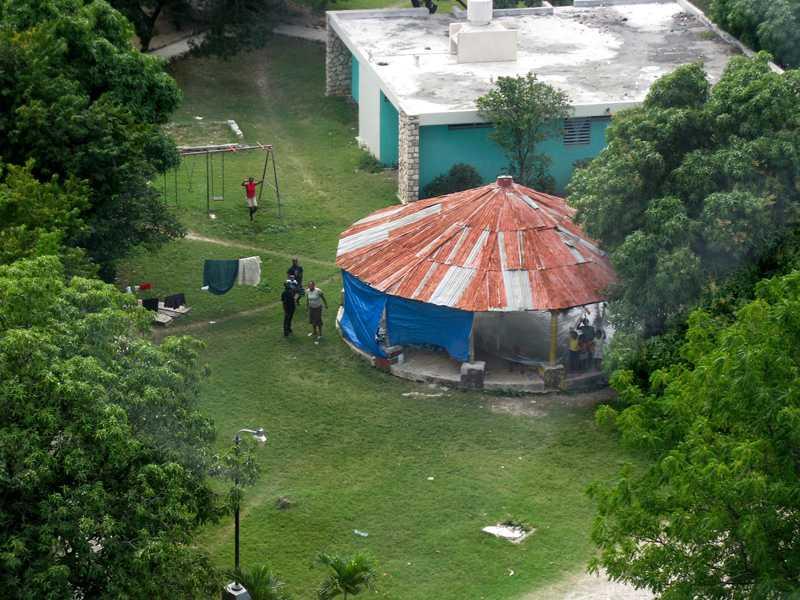 Helikopterbilden på SOS Barnby i Santo, 15 kilometer utanför Port-au-Prince, togs för två dagar sedan. Piloten fick inte lov att landa, men kunde åtminstone kontrollera att Barnbyn klarat sig bra från skalvet.