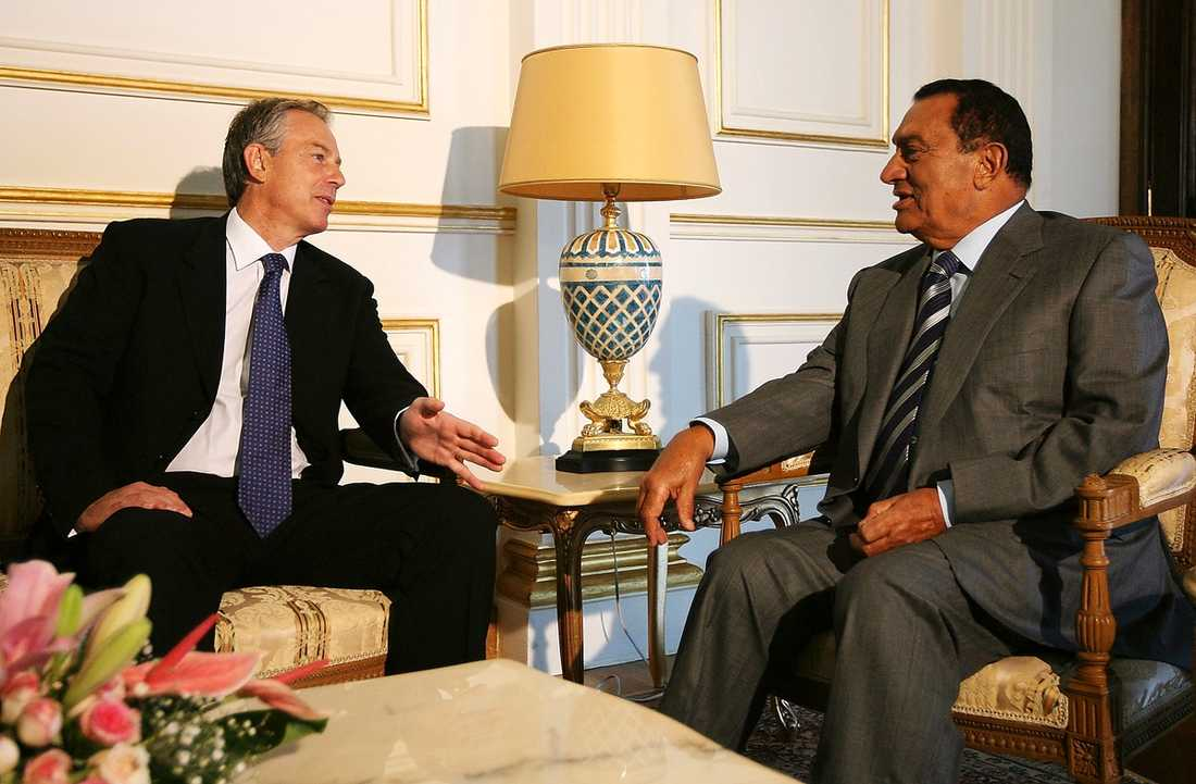 Hosni Mubarak har lärt kämma många av de västerländska ledarna. När Storbritanniens före detta premiärminister Tony Blair semestrade i Egypten besökte han och familjen Mubaraks lyxvilla.