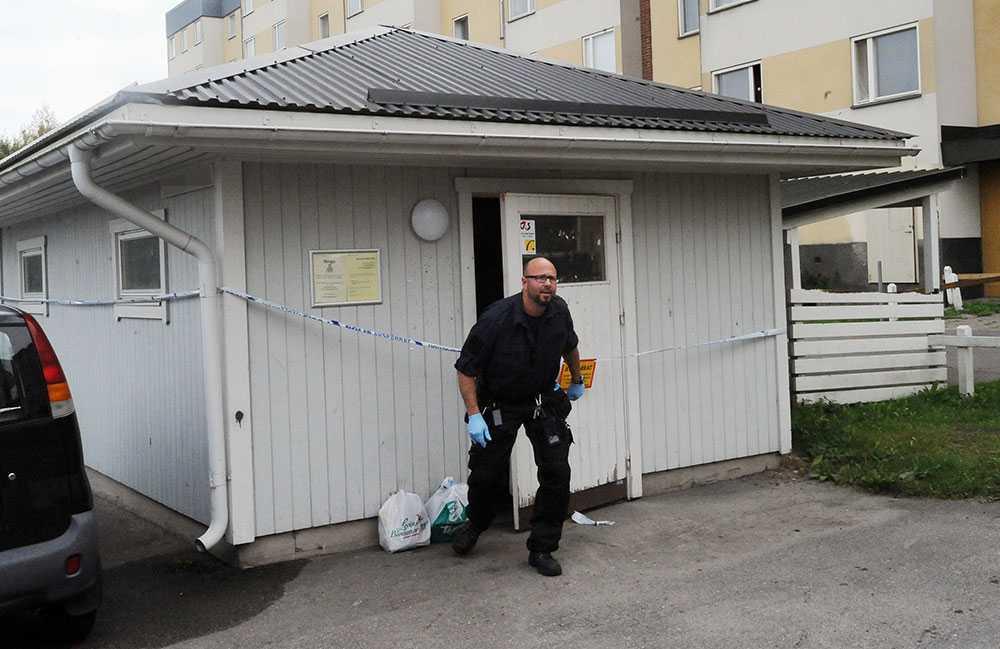 Polisens tekniker på plats vid ett av sophusen i Gävle.