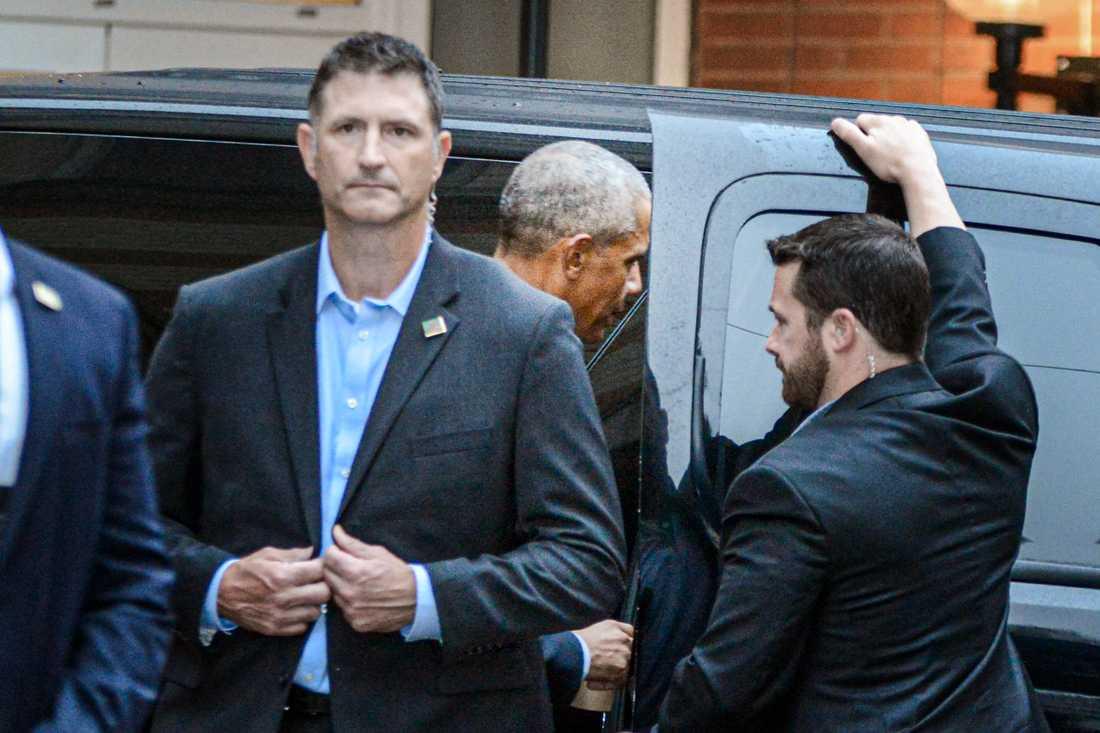 USA:s förre president Barack Obama smet ut bakvägen och åkte i bilkortege till Djurgården.