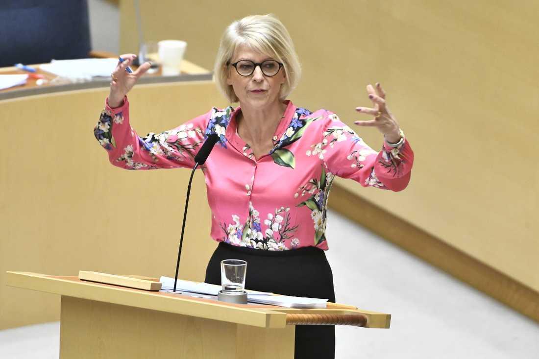 Moderaternas ekonomiske talesperson Elisabeth Svantesson i riksdagens budgetdebatt.