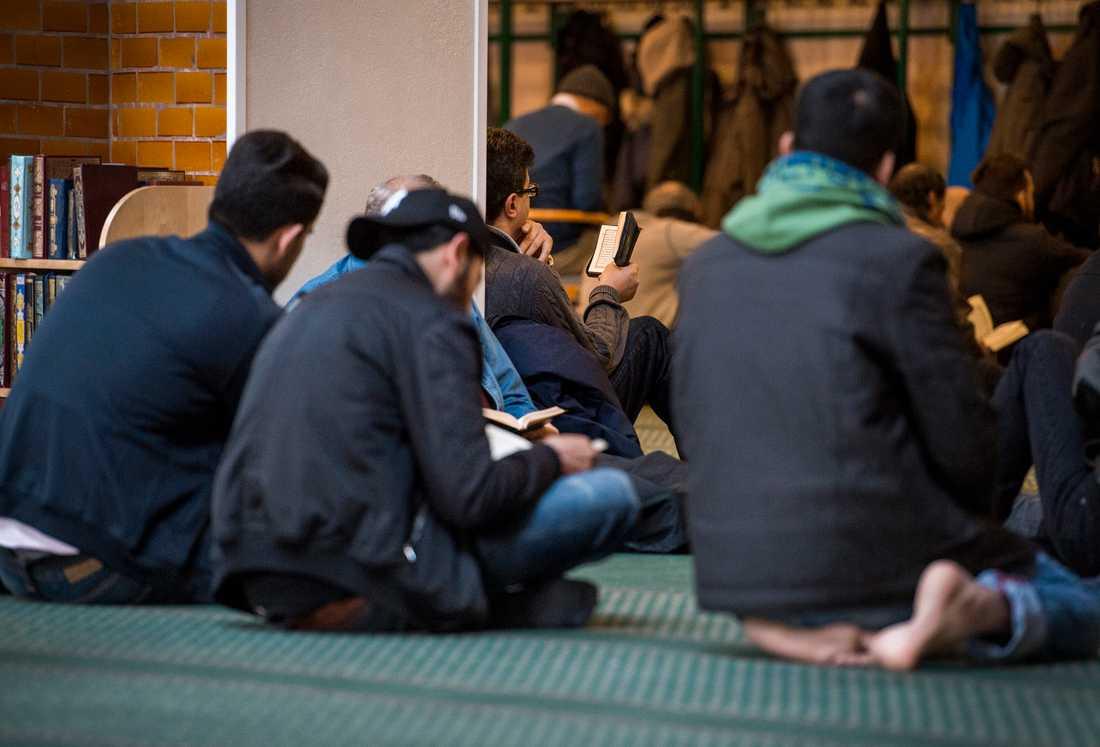 Stockholms moské ställer in fredagsbönen tills vidare. Arkivbild.