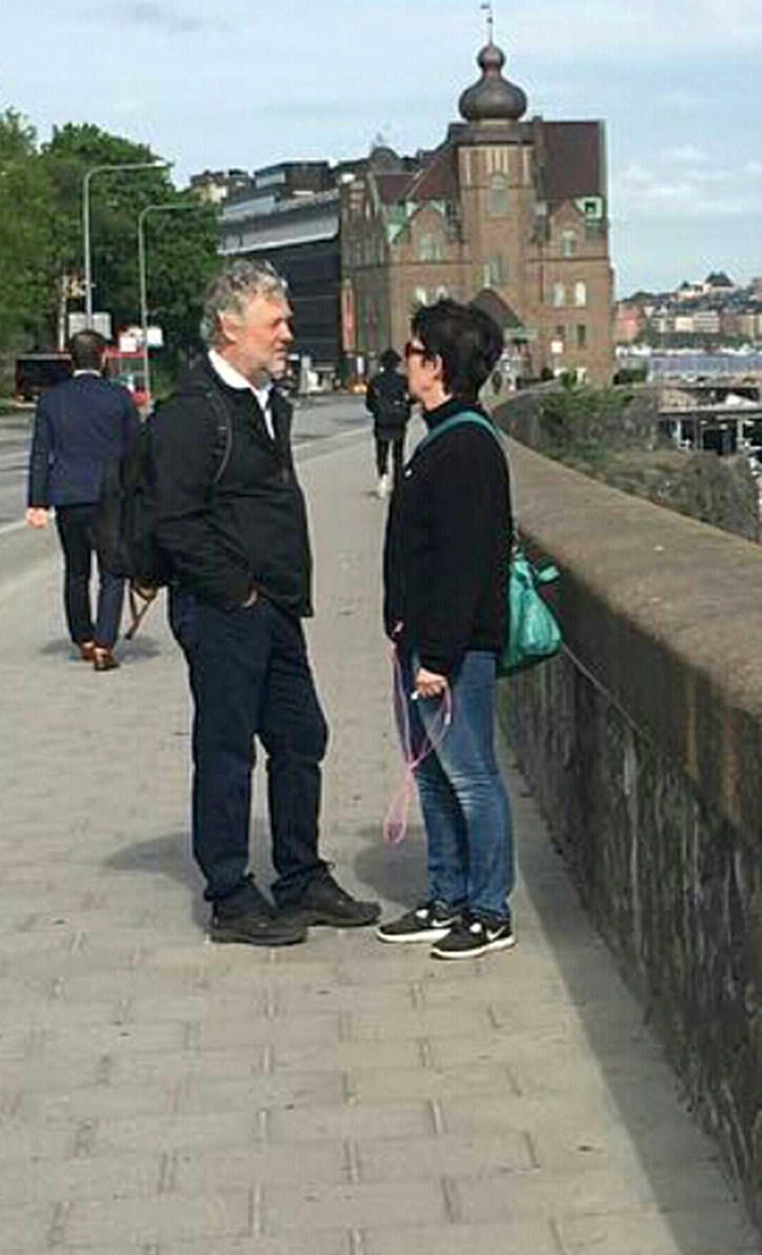 Peter Eriksson och Mona Sahlin fångades på bild när de träffades i morse.