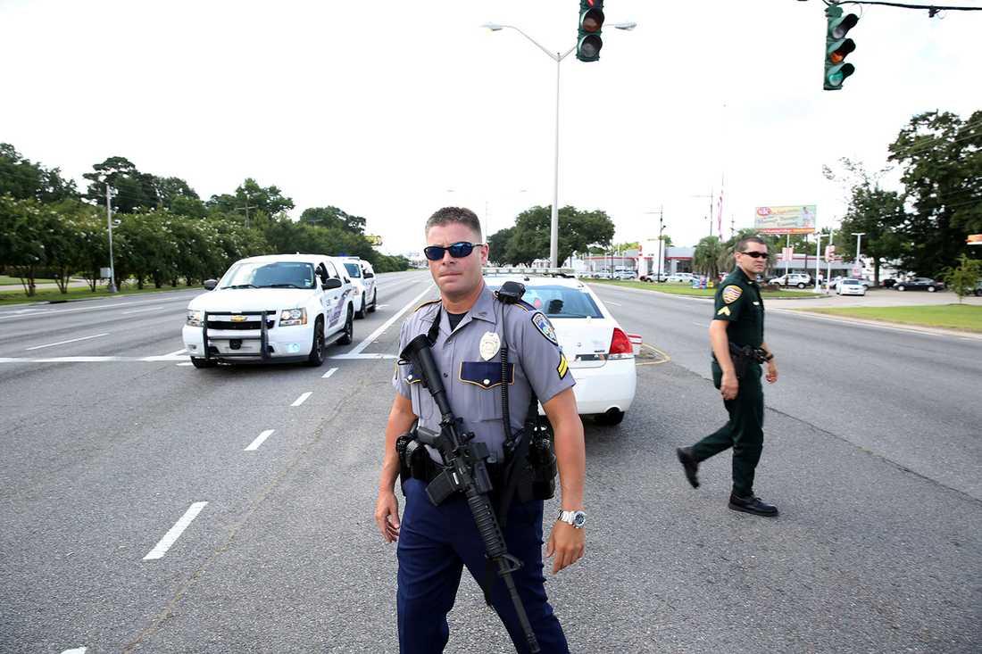 Polisinsats vid motorvägen i Baton Rouge i Louisiana, USA.