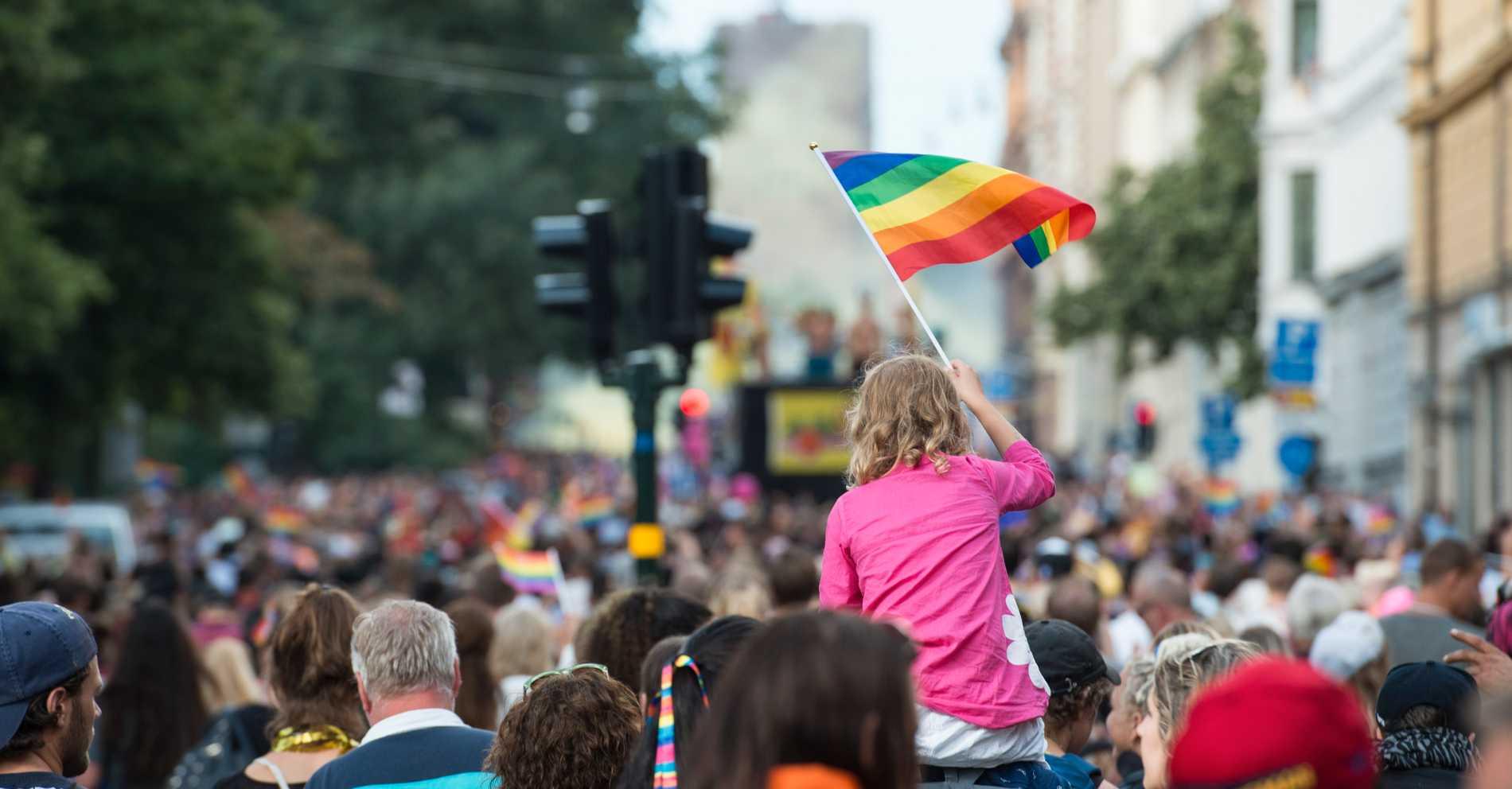 Foto från prideparaden i Stockholm 2016.