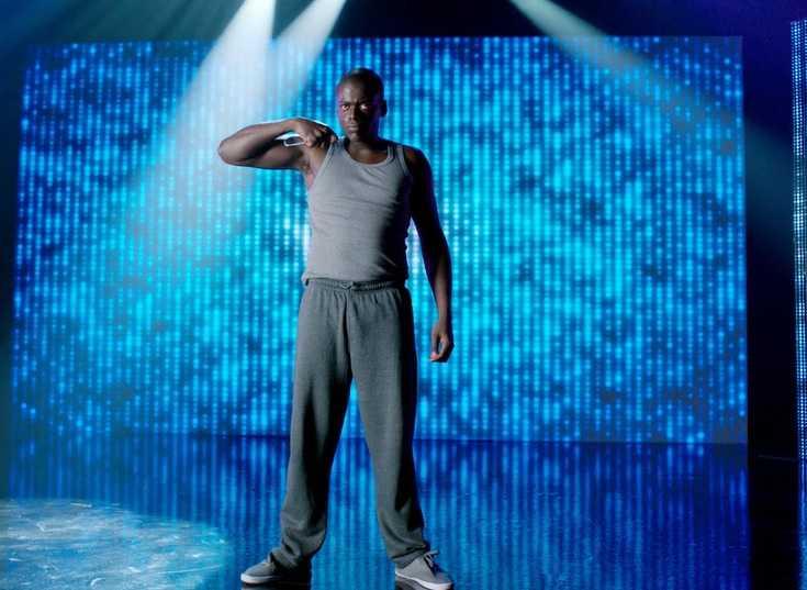 """Daniel Kaluuya som """"Bing"""" i den brittiska tv-serien Black Mirror."""