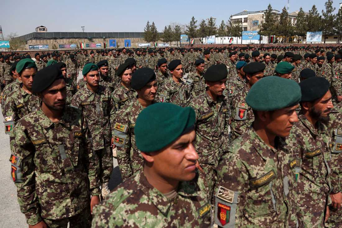 Nyutexaminerade soldater under en ceremoni i Kabul i början av april.