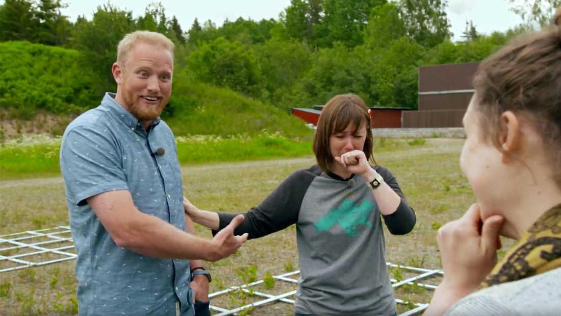 """Trots segern ger Christopher Tholstrom upp sin plats i """"Allt för Sverige"""" till Melissa Walls (mitten). Till höger Brittany Zikman."""