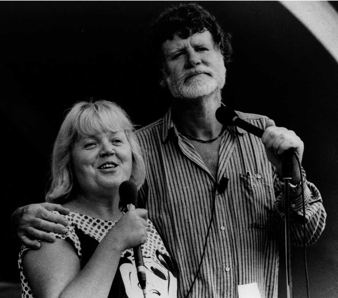 Laila Westersund och Carl-Anton i Vitabergsparken i Stockholm, år 1980.