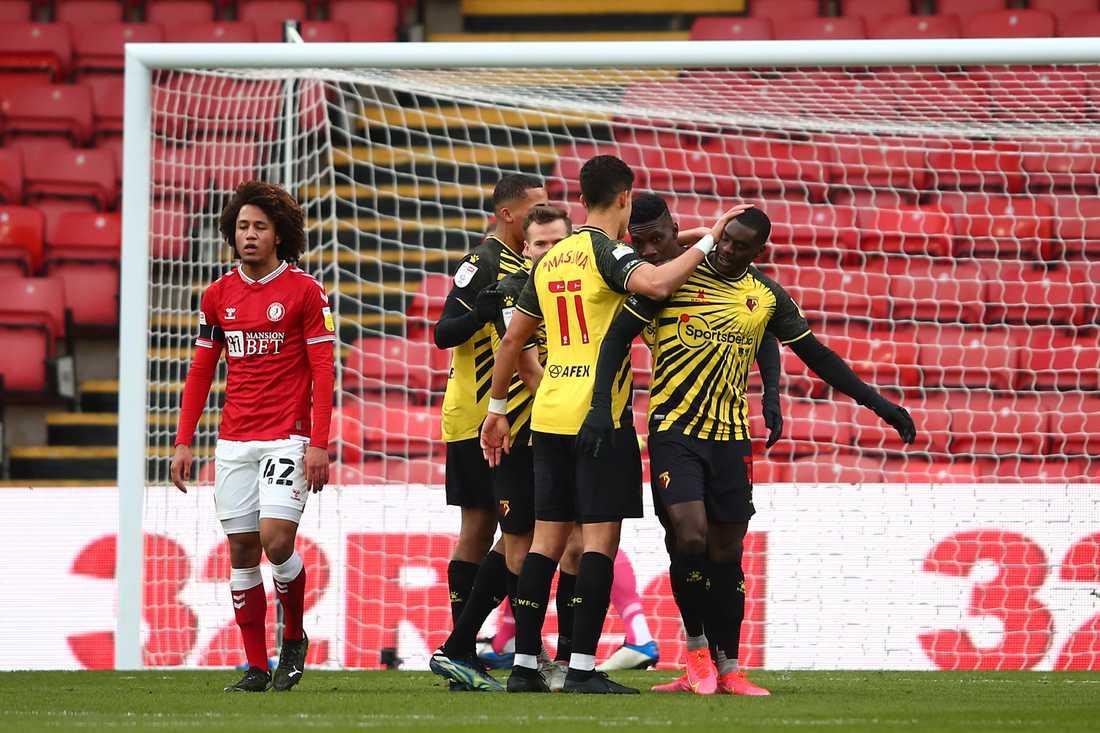 Ken Sema klappas om efter 4–0 mot Bristol City.