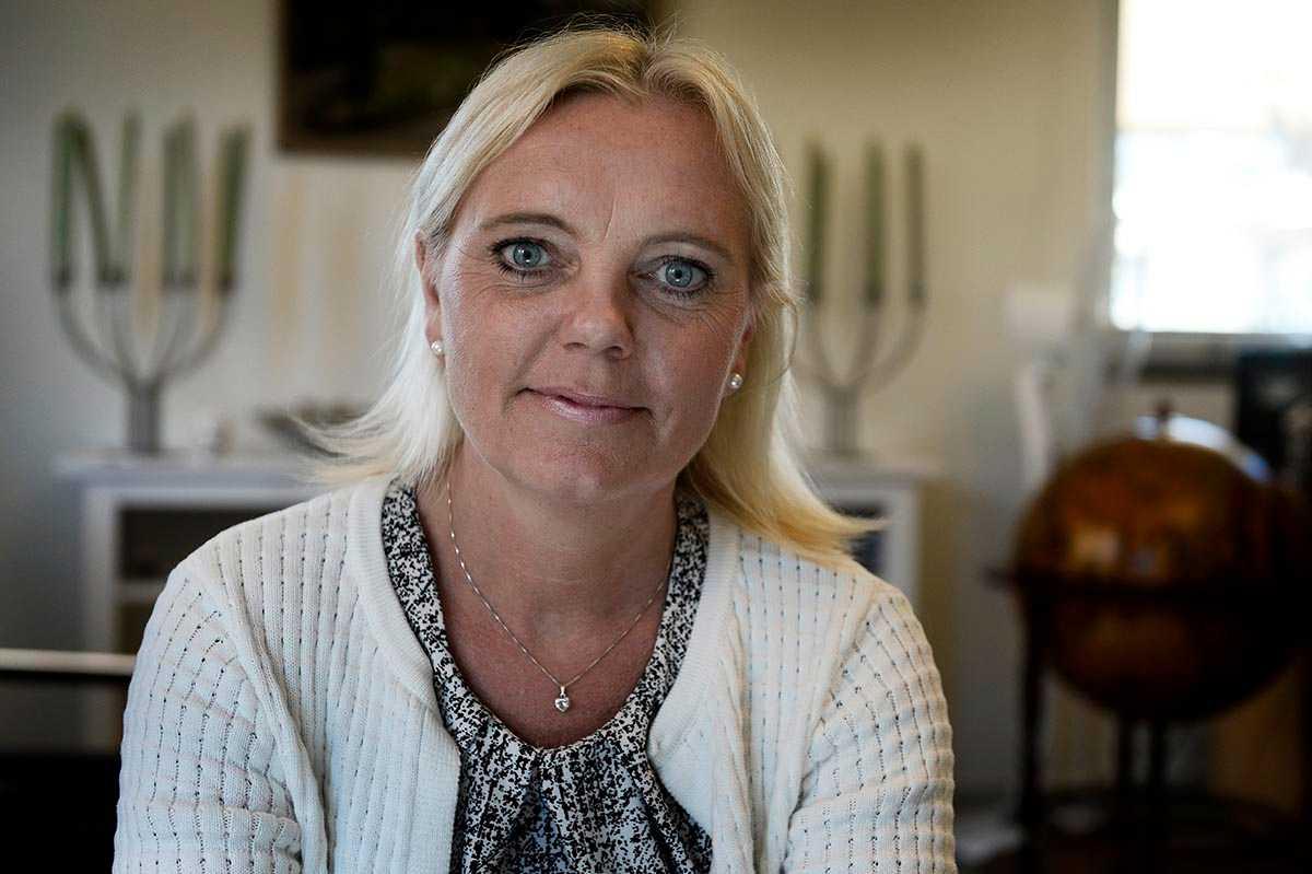 Kristina Winberg, SD-parlamentariker i EU, är fri att sparka juristen Joel Ankar om hon vill, visar stadgarna.