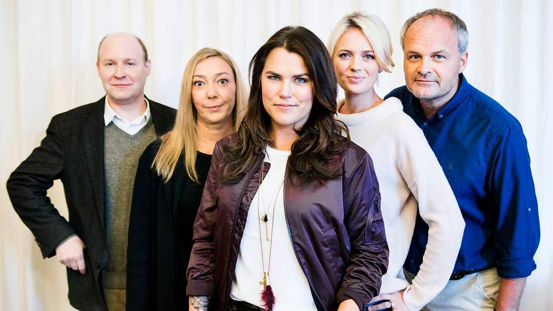 """Malin Cederbladh med de andra i """"Solsidan""""."""