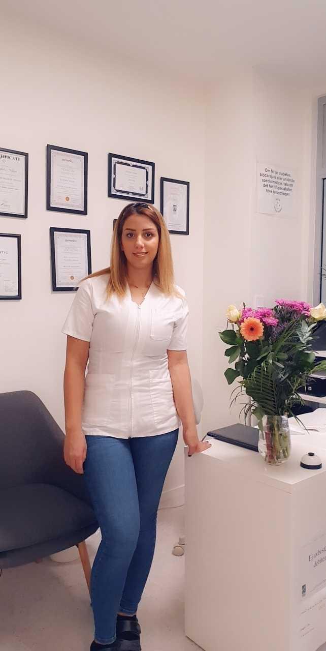 Sandra Nisan erbjuder gratis fotvård till hemlösa i Vårberg.