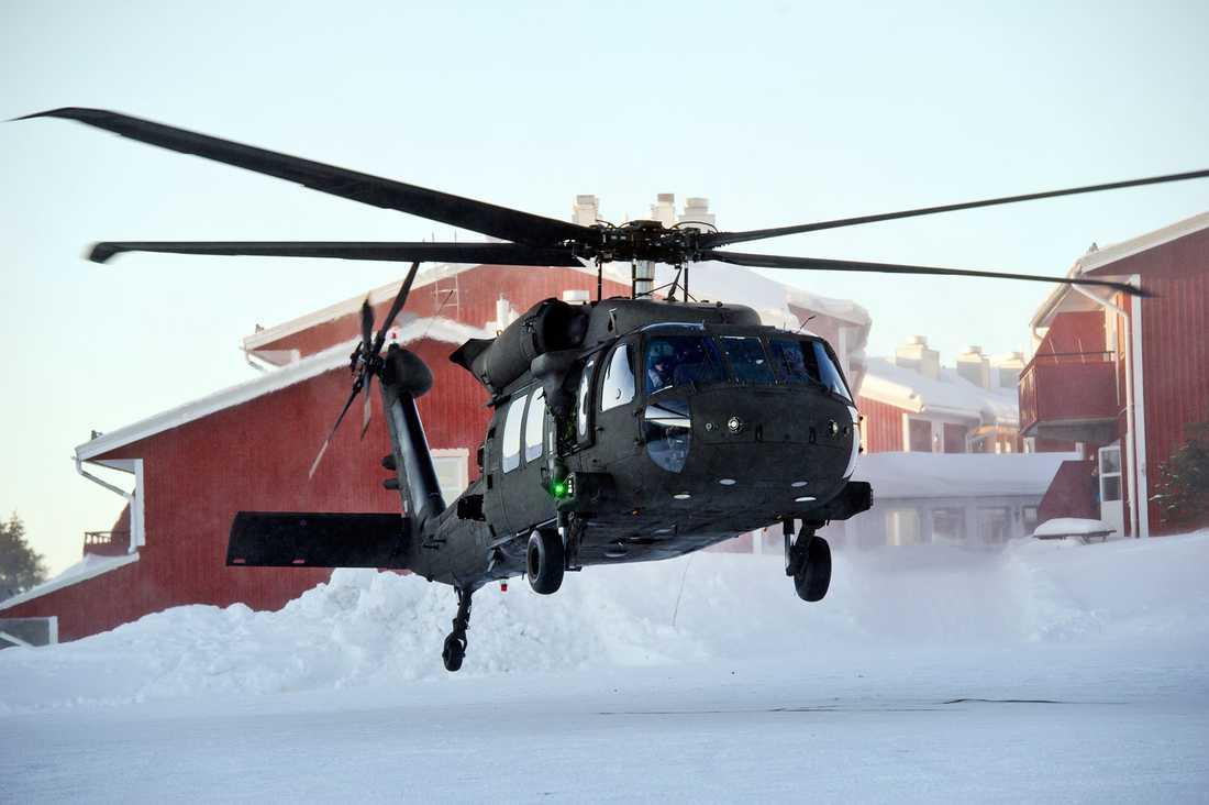 Fogh Rasmussen kom till sälen i en Black Hawk-helikopter.