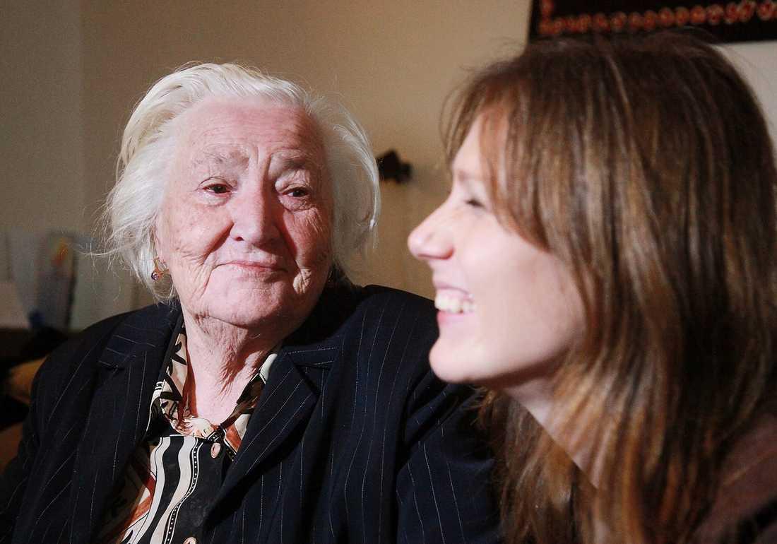 LÄTTNAD OCH GLÄDJE Beskedet kom bara en timme innan Anna Ottos 91-åriga mormor Ganna Chyzhevska skulle utvisas till Ukraina helt ensam: hennes ärende ska prövas av Europadomstolen.