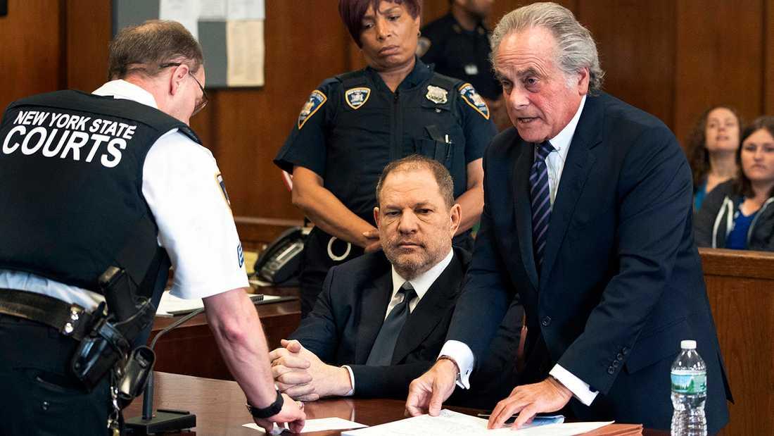 Harvey Weinstein och Benjamin Brafman i rätten vid en tidigare förhandling.