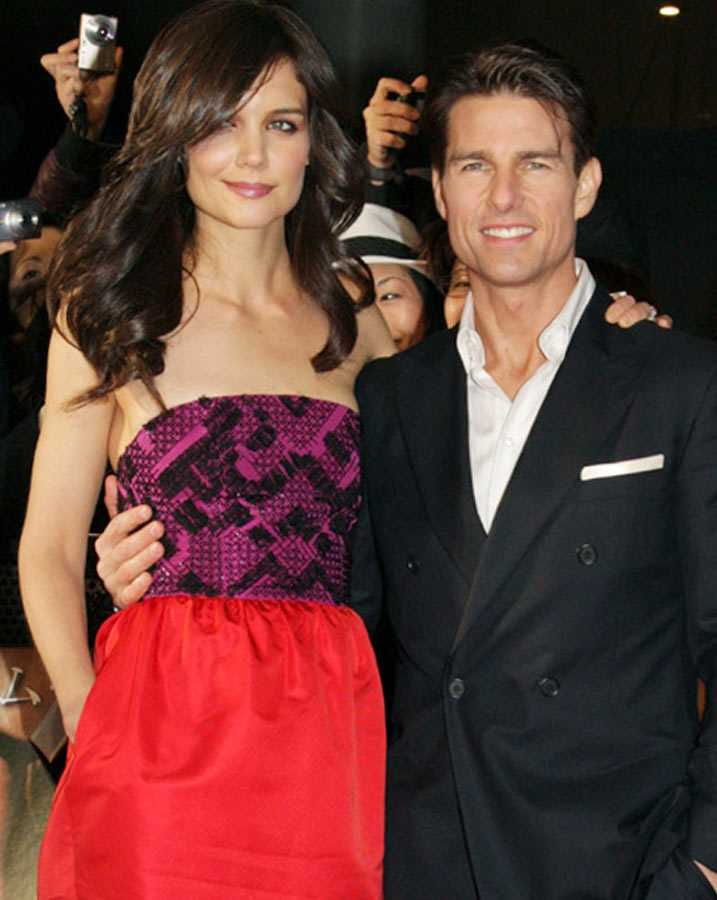 """Katie Holmes och Tom Cruise på Tokyopremiären av filmen """"Valkyria""""."""