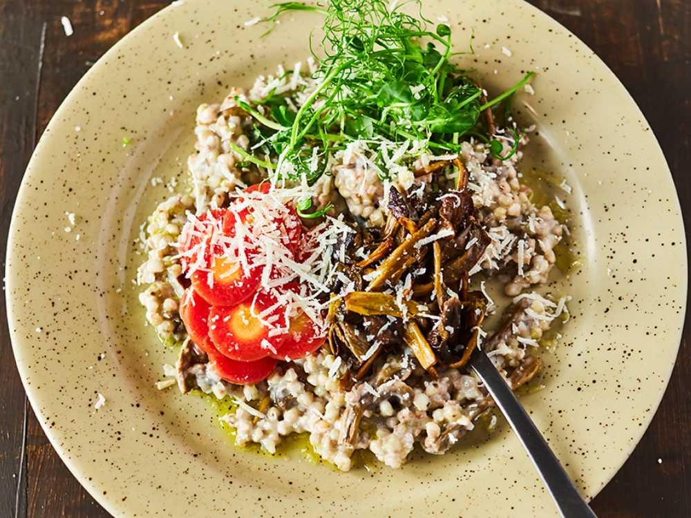 Kokta pärlgryn med svamp, parmesan och grönsakscrudité